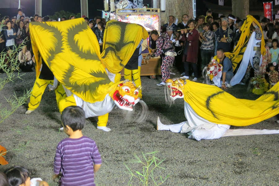宵宮祭りの陸中弁天虎舞